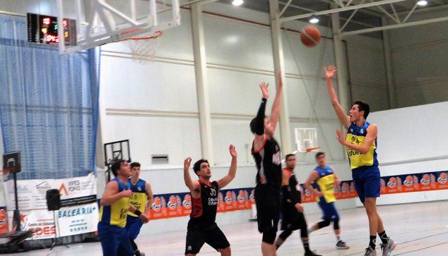 Image: Basket shot of a junior Dianense against Tavernes