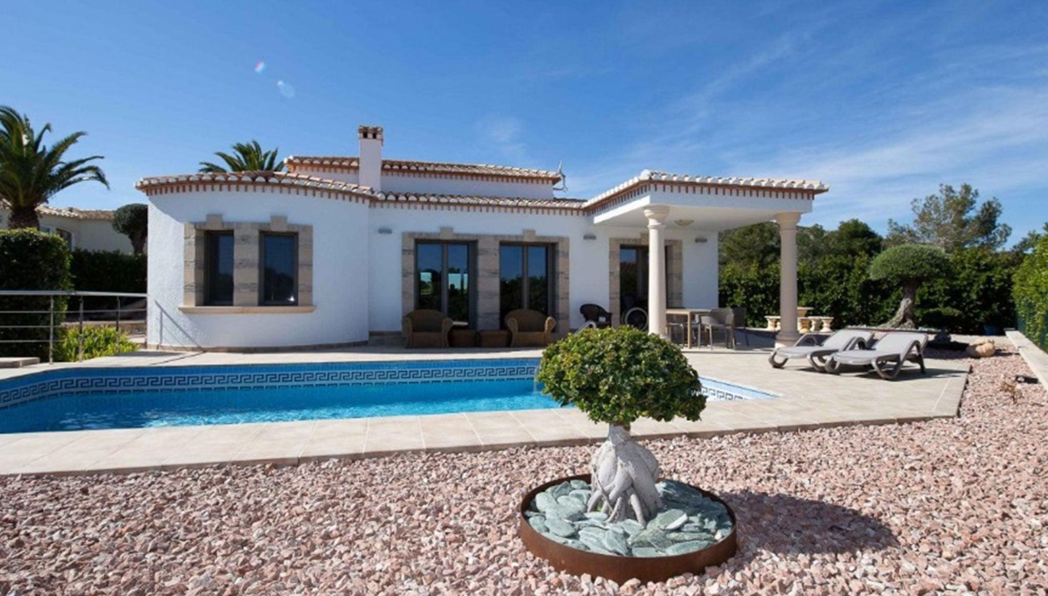 Vue extérieure d'une villa de luxe à vendre à Dénia - MLS Dénia Inmobiliarias