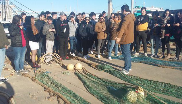 Bild: Studenten der Universität Alicante auf dem Fischmarkt