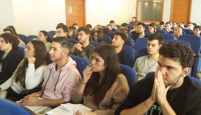 Studierende des Kochstudiums lernen in Dénia