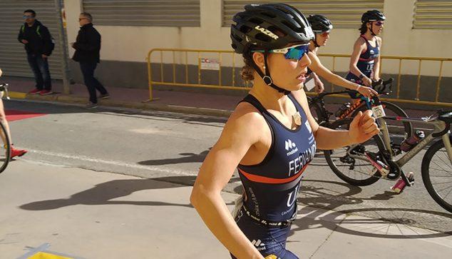 Imagen: Andrea Fernández con su bicicleta