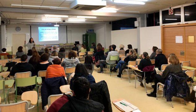 Imatge: Assistents a l'escola Educant per a previndre