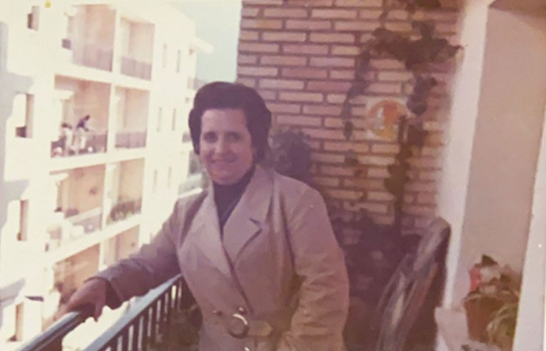 Asunción Molina, la madre de Carmelo Nofuentes, en 1968. Imagen tomada desde su balcón de la calle Mallorca.