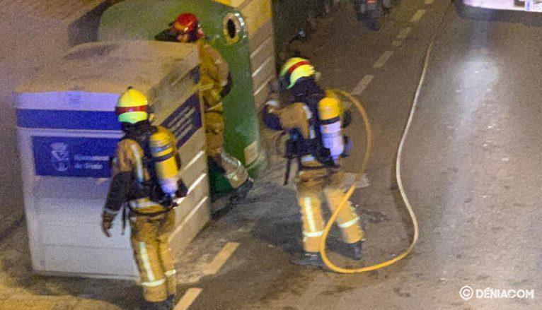 Bomberos en el incendio de Temple de Sant Telm