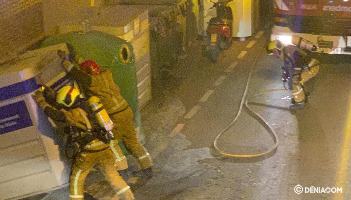 Bombers treballant a Dénia