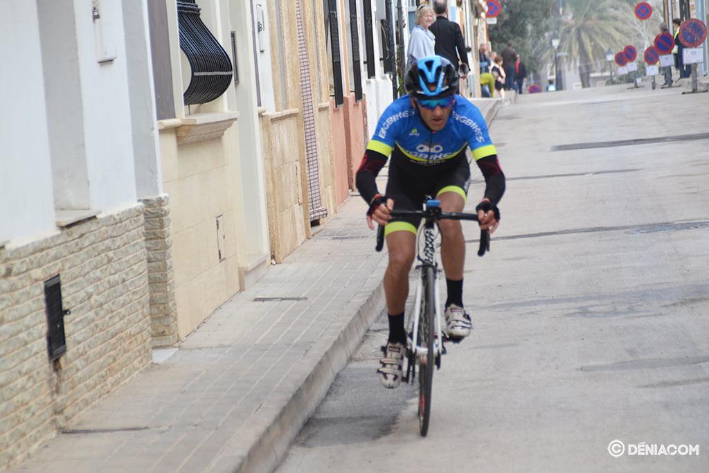 Ciclista en la cronoescalada