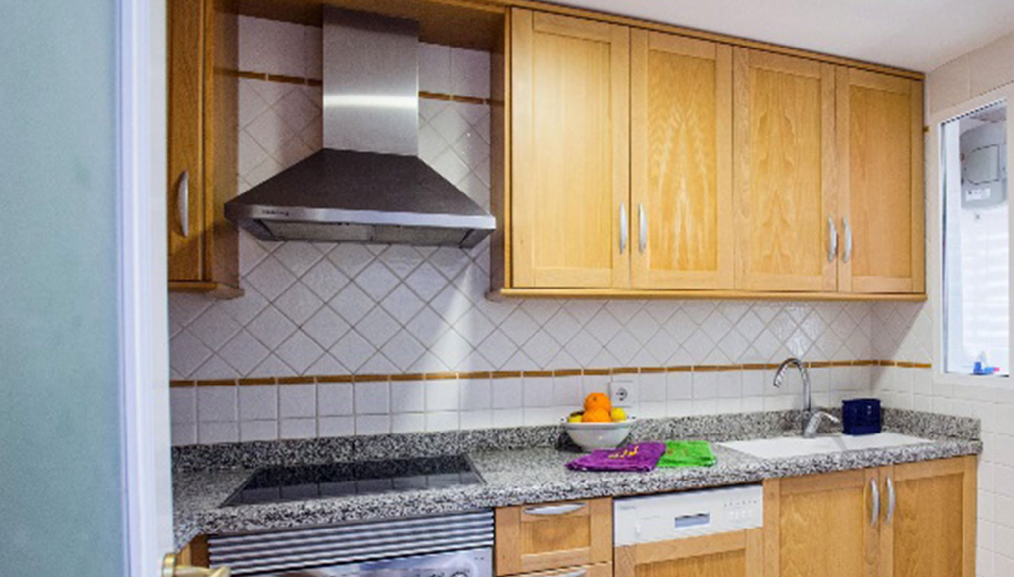 Kitchen of an apartment on the beach for rent in Dénia - Deniasol