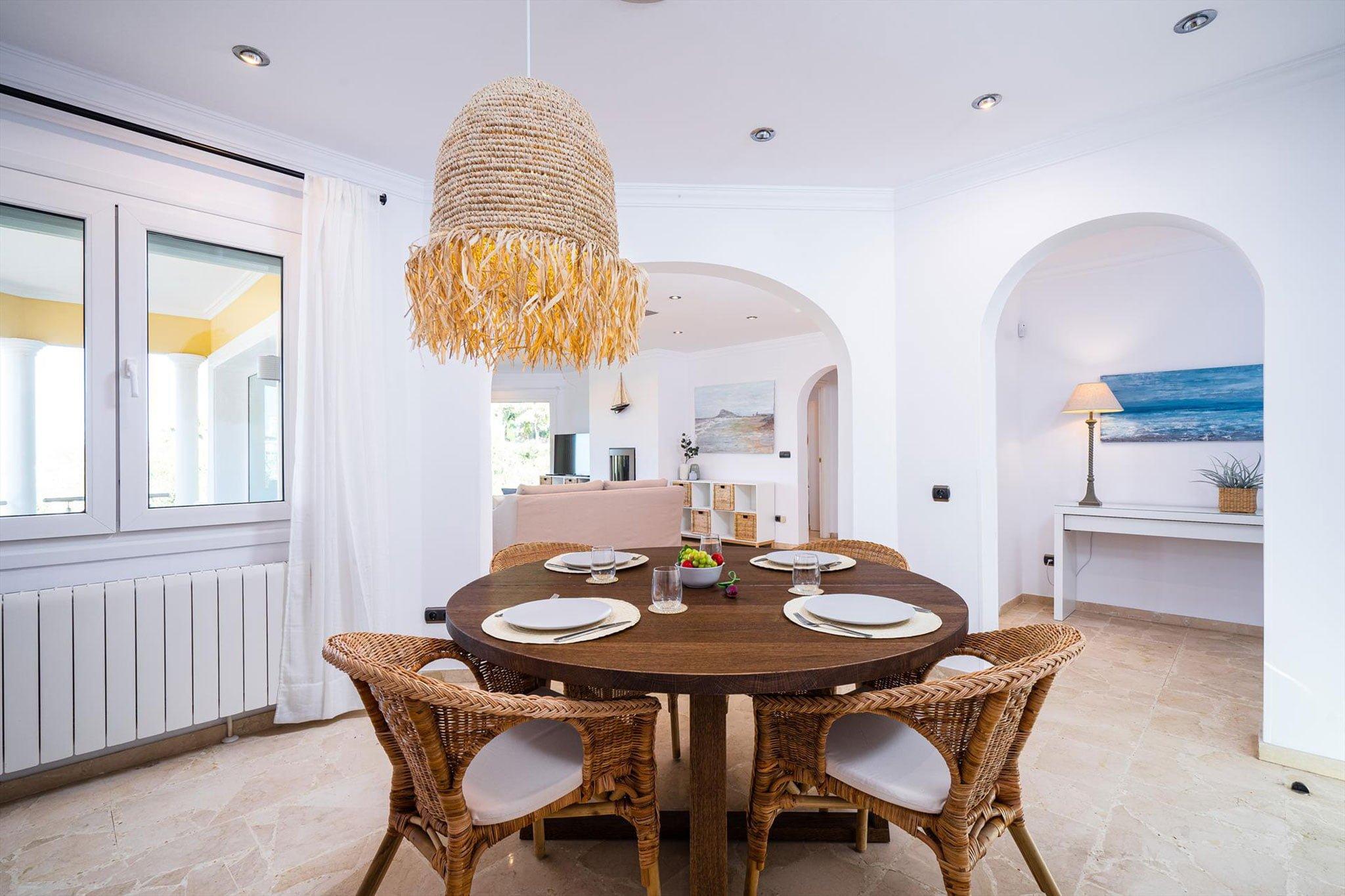 Menjador en un lloguer de vacances a Dénia - Aguila Rent a Vila