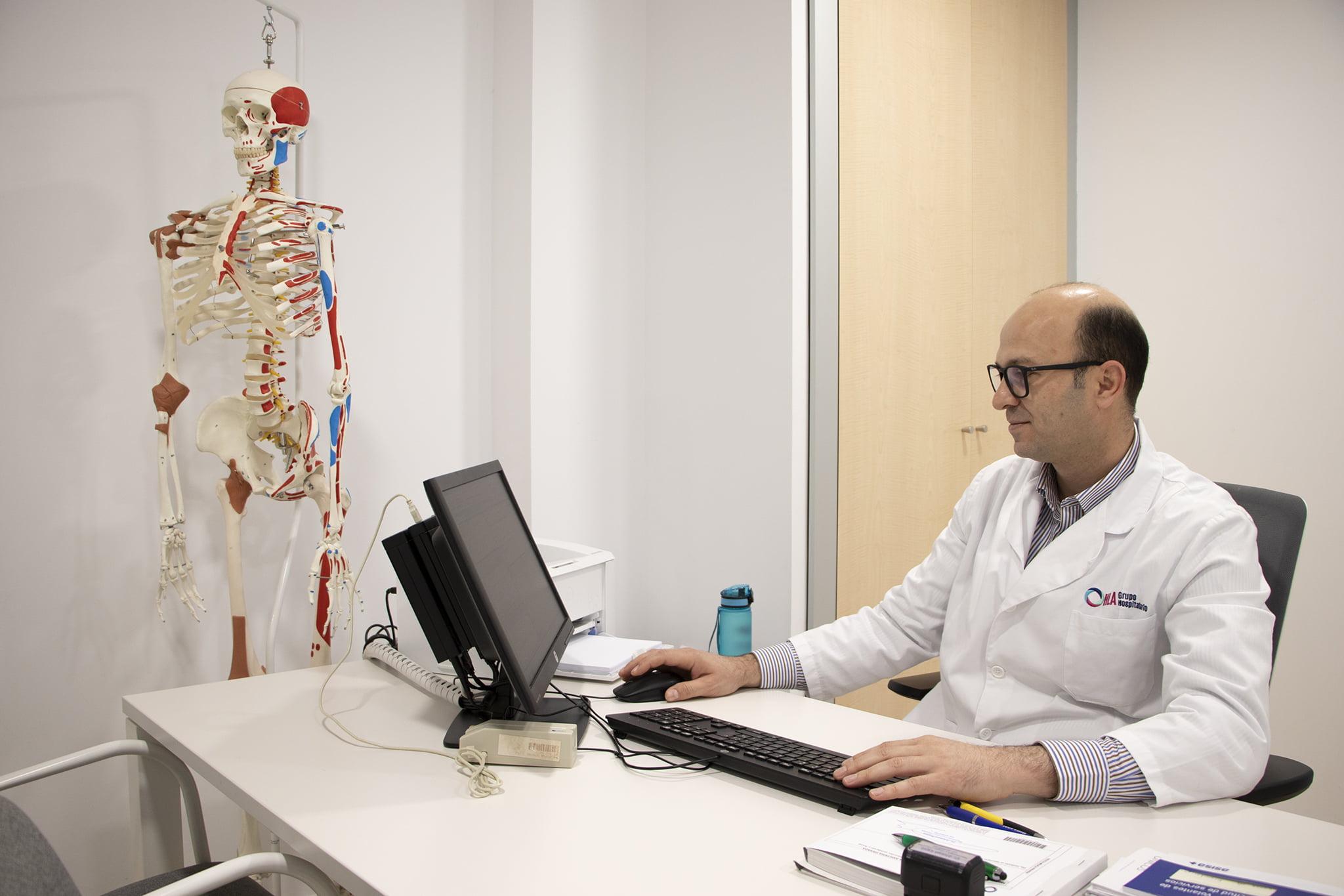 Consulta de traumatología, doctor Ahmedrajab – HLA San Carlos