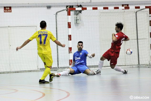 Imatge: Curro anotant un gol davant el Grup 5 Martorell