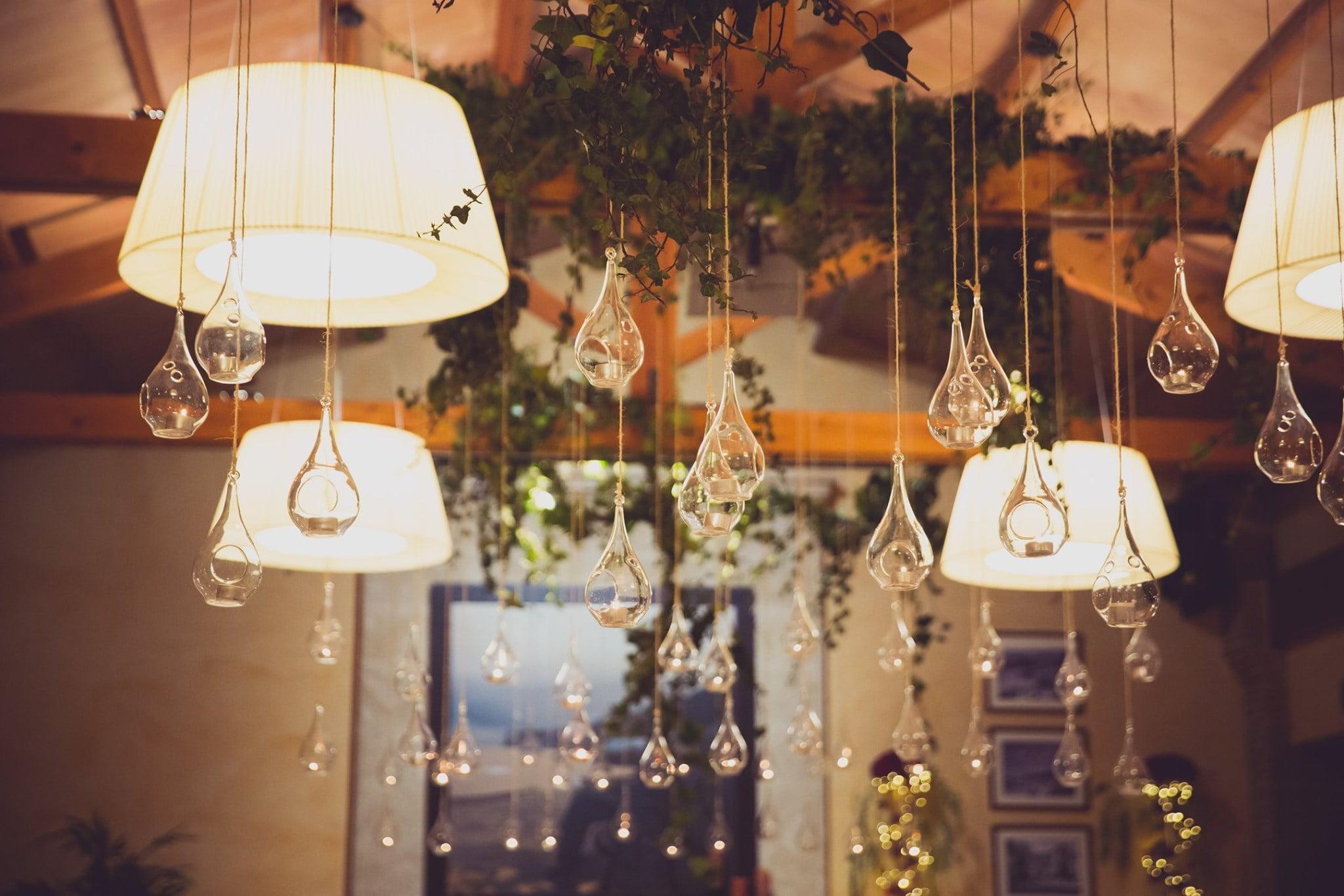 Detalle de la decoración de un salón de bodas – Hotel Les Rotes