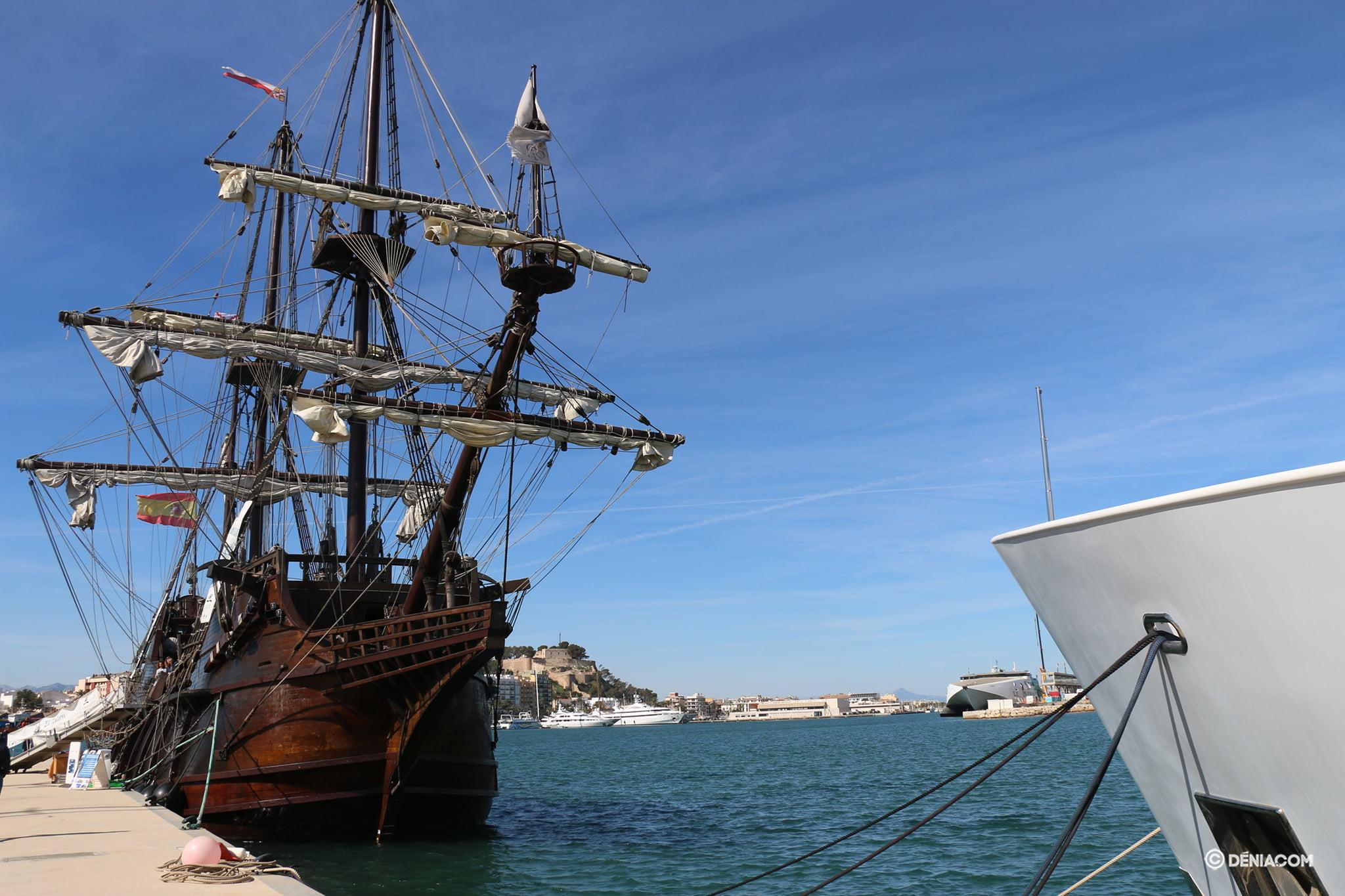 Il galeone andaluso ormeggia nella marina di Denia