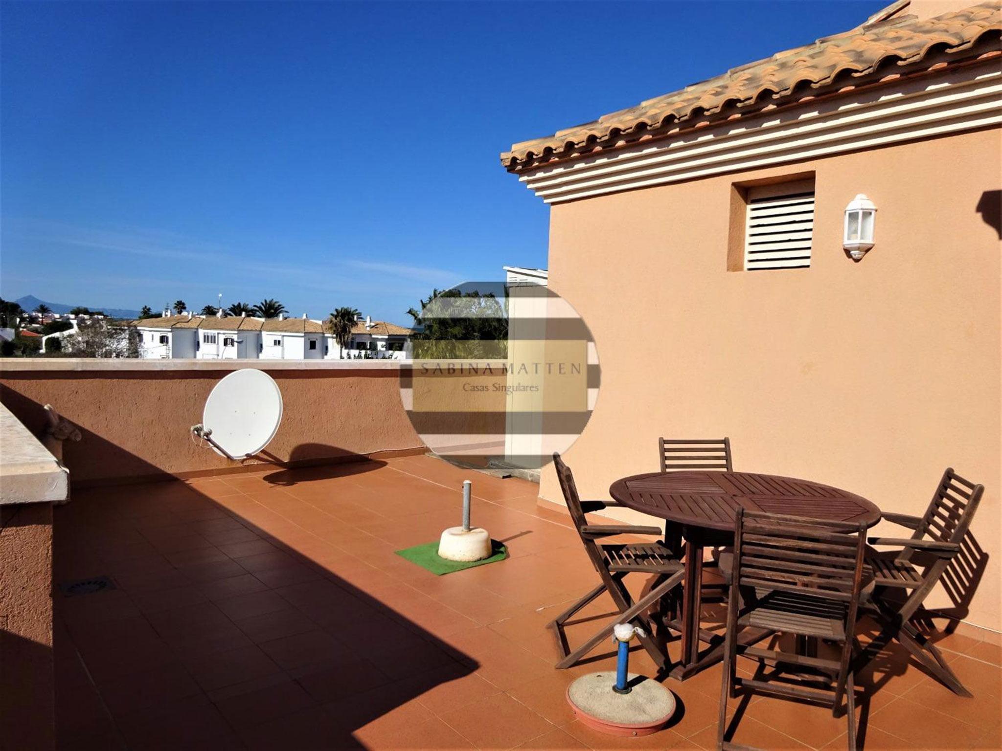 Gran terraza con enormes posibilidades – Casas Singulares