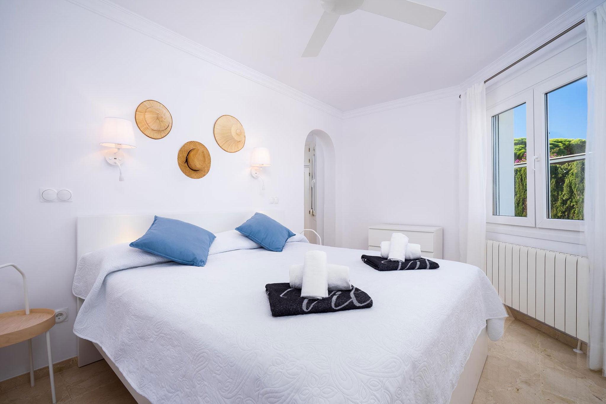 Una de les tres habitacions d'una casa de vacances a Dénia - Aguila Rent a Vila