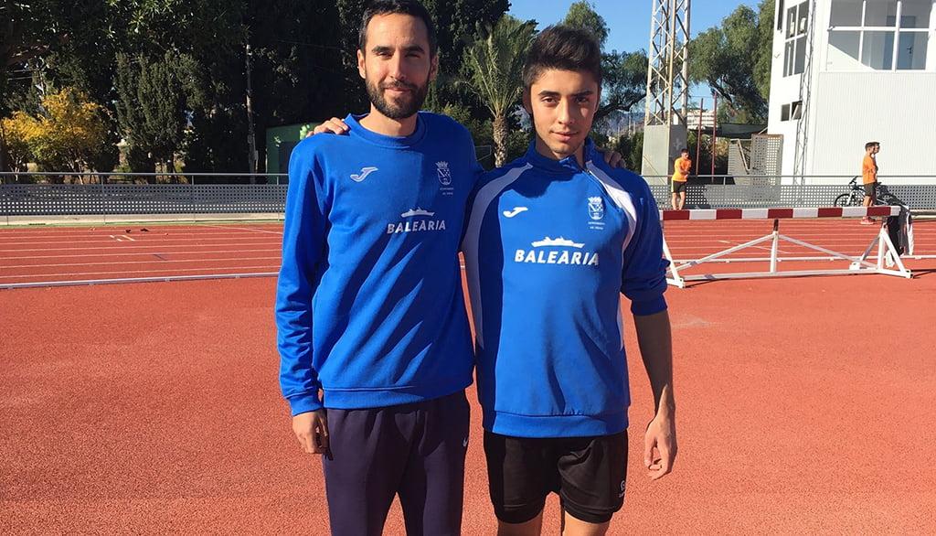 Joan Pérez con su entrenador