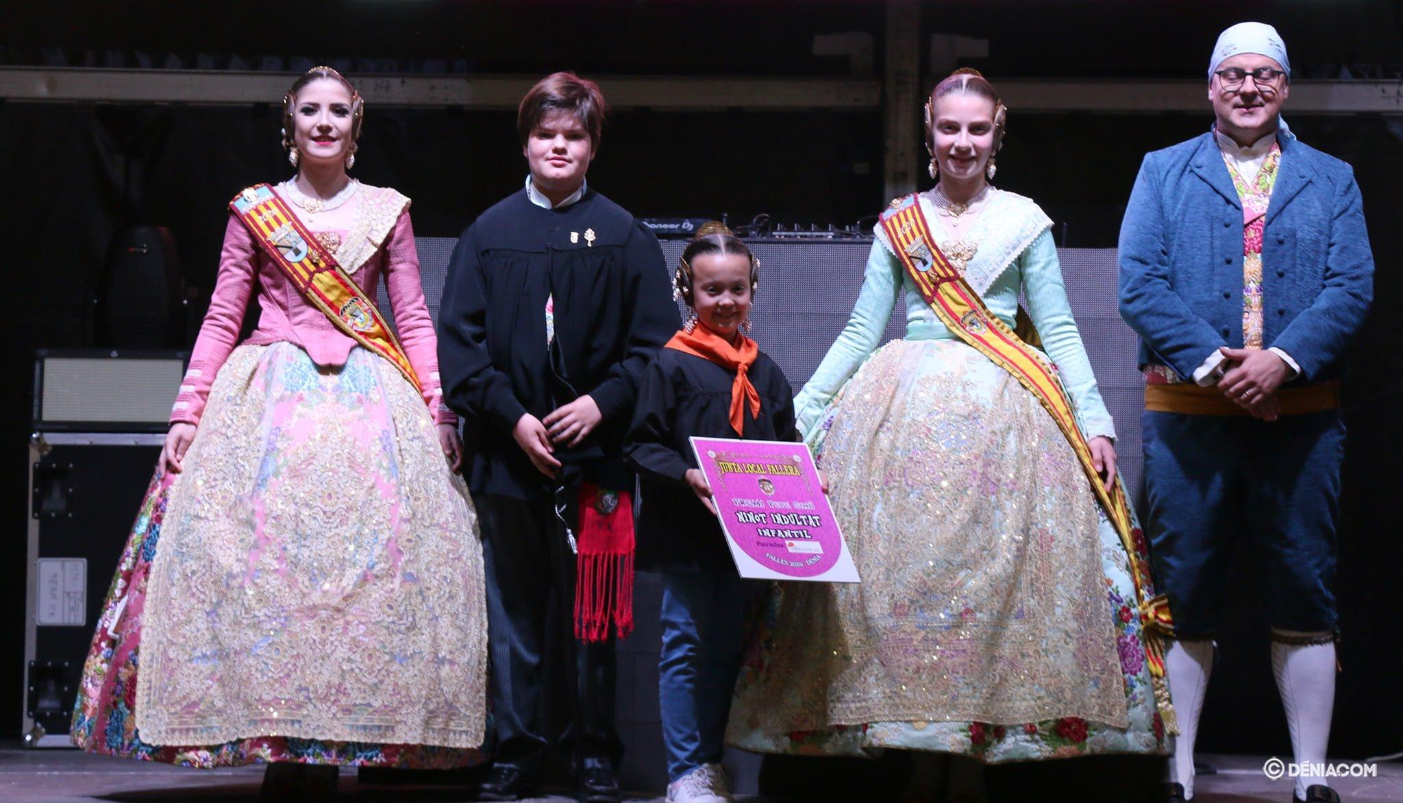La Centro recoge el premio al Ninot Indultat Infantil