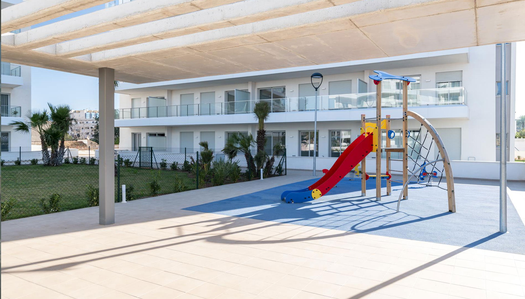 Parc infantil a les zones comuns d'un apartament de vacances a Dénia - Quality Rent a Vila