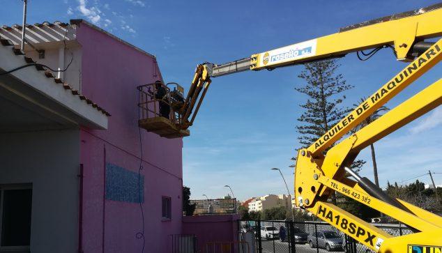 Bild: Vorbereitungen für die Bearbeitung der neuen Wandbilder