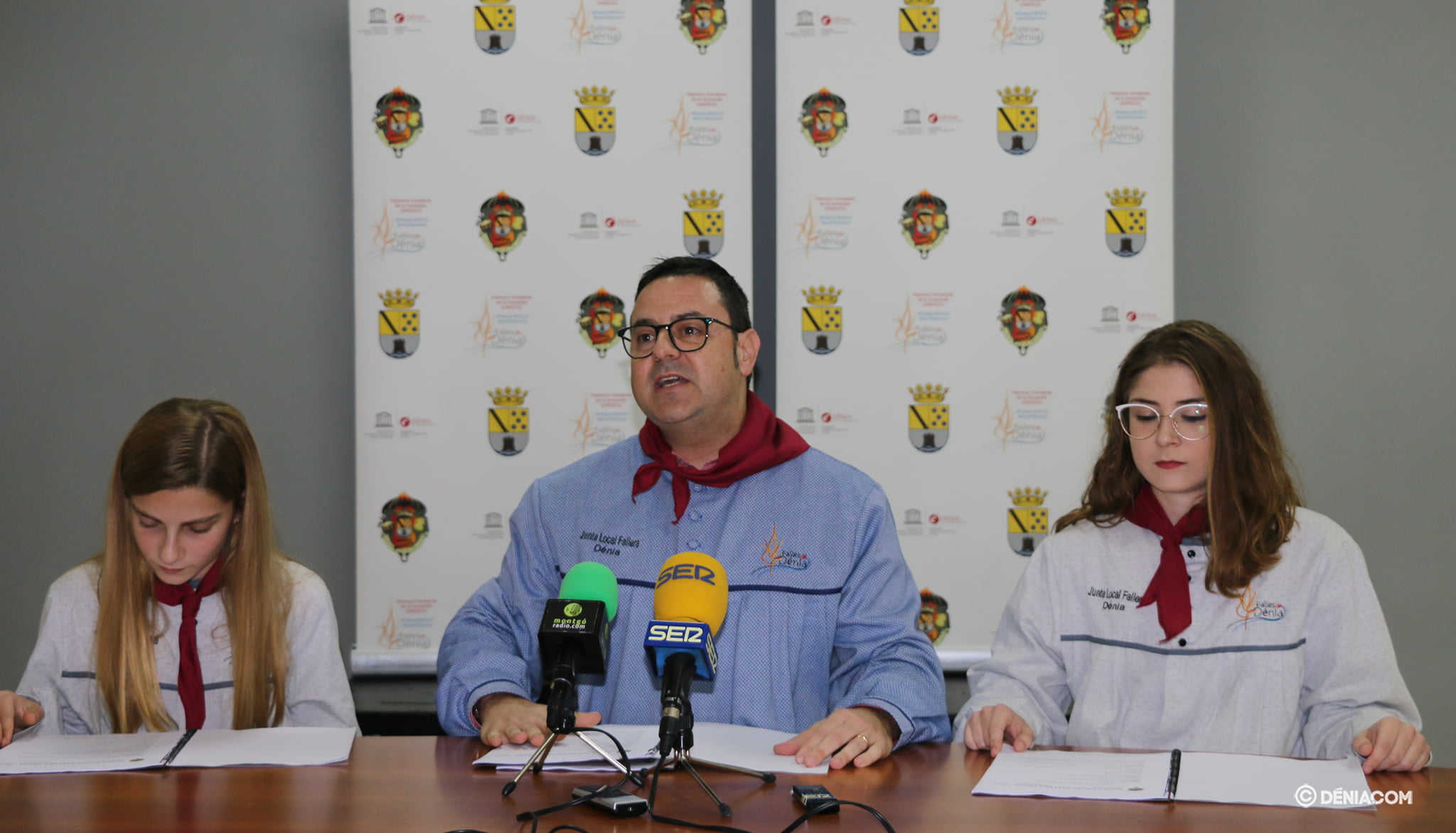 Presidente de la Junta Local Fallera junto a las Falleras Mayores 2020
