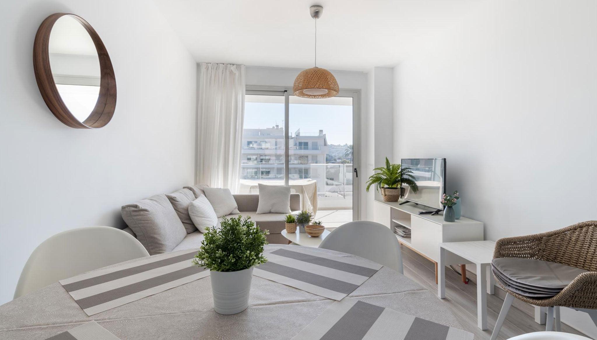 Saló-menjador d'un apartament de lloguer a la urbanització Marina Reial a Dénia - Quality Rent a Vila
