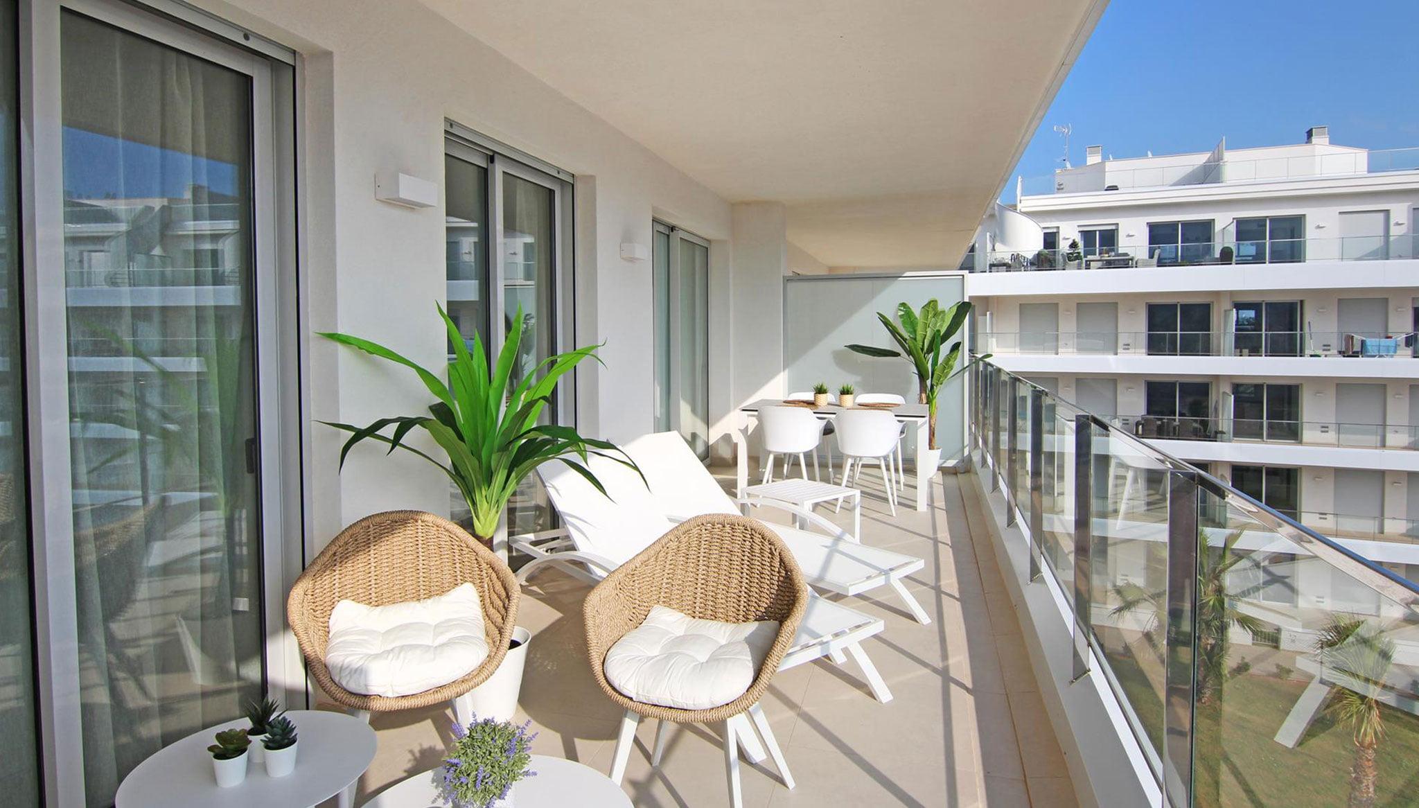 Terrassa d'un apartament de lloguer a la urbanització Marina Reial a Dénia - Quality Rent a Vila