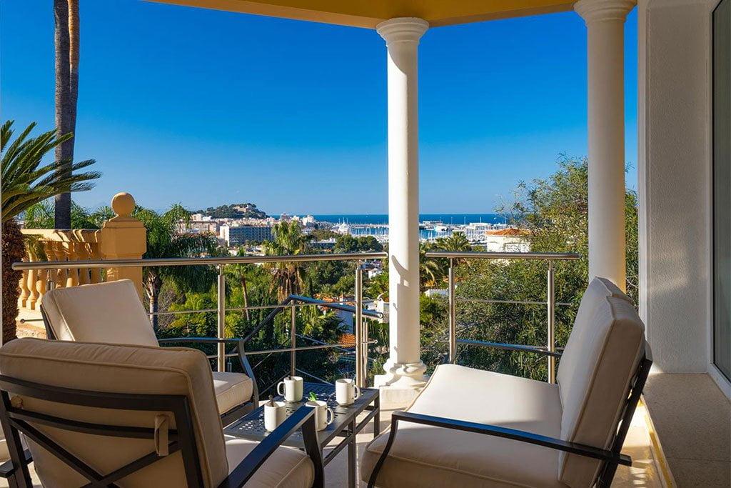 Terrassa amb vistes a la mar ia Dénia en una casa de vacances - Aguila Rent a Vila