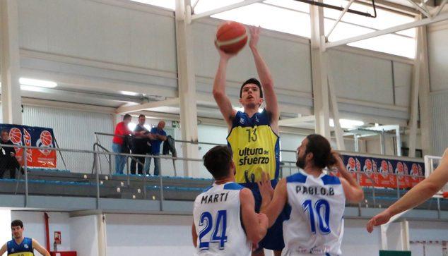 Image: Coup de basket d'un Zén Dénia Basketball senior