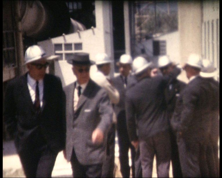 Visita dels accionistes a la fàbrica. al voltant de 1970 (Fotografia: Ramón Oliver)