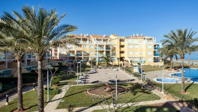 Common areas of a beachfront apartment for rent in Dénia - Deniasol