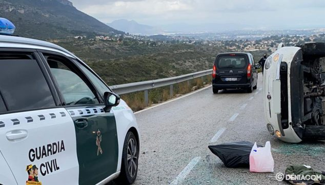 Image: Car overturned on the road to Les Planes