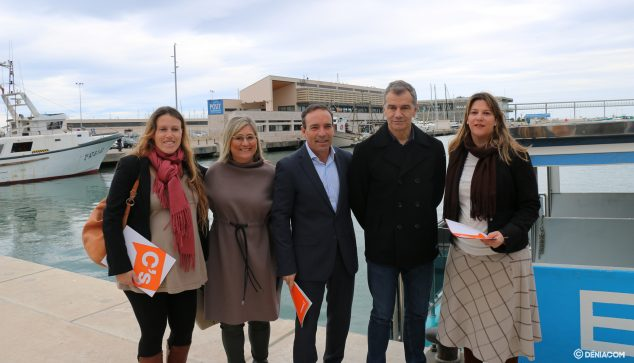 Image: Citizens announces their non-law proposal in the port of Dénia