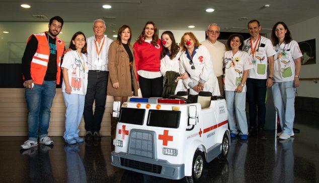 Imagen: Entrega de la ambulancia donada por Cruz Roja Dénia