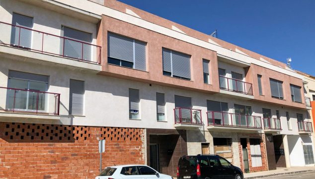 Image: Facade of the property where several apartments are for sale in Ondara - Mare Nostrum Inmobiliaria