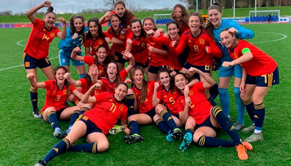 Fiamma Benítez dorsal number 11 with the Spanish National Team Sub 16