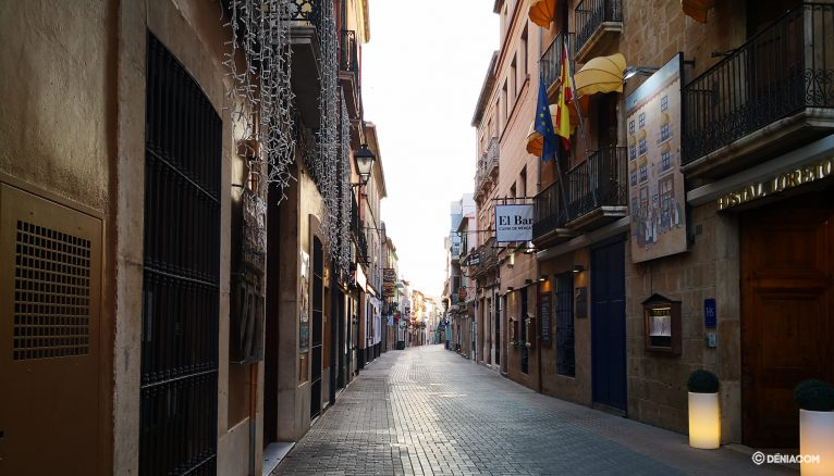 The deserted streets of Dénia 12
