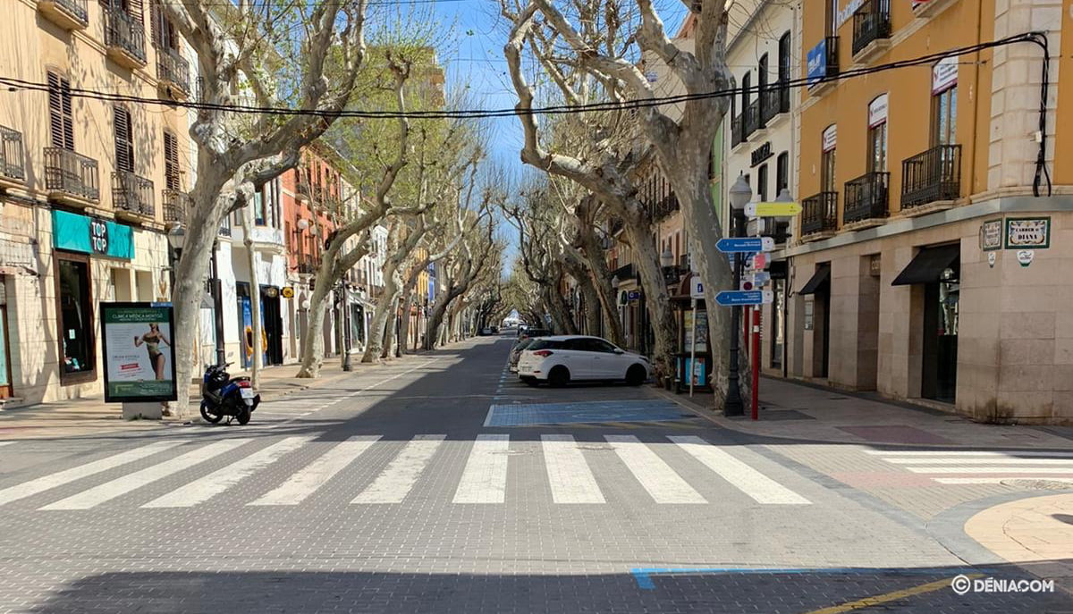 The deserted streets of Dénia 4