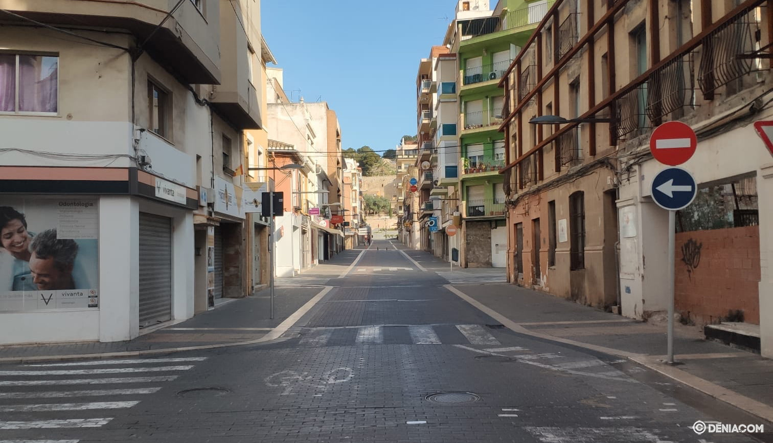The deserted streets of Dénia 8
