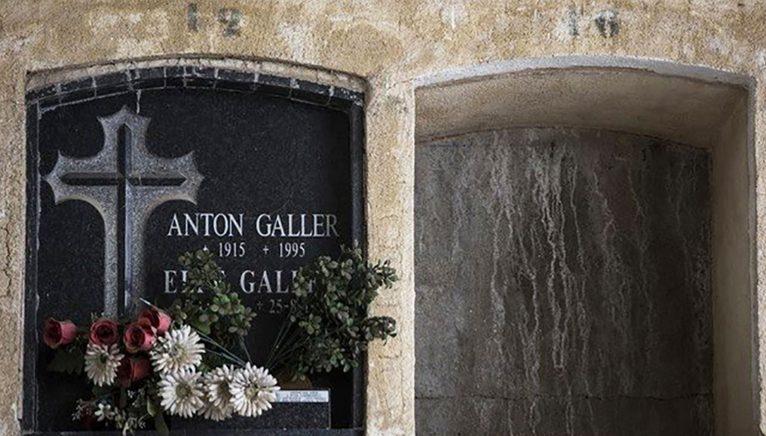 Làpida d'Anton Galler, criminal nazi, al cementiri de Dénia