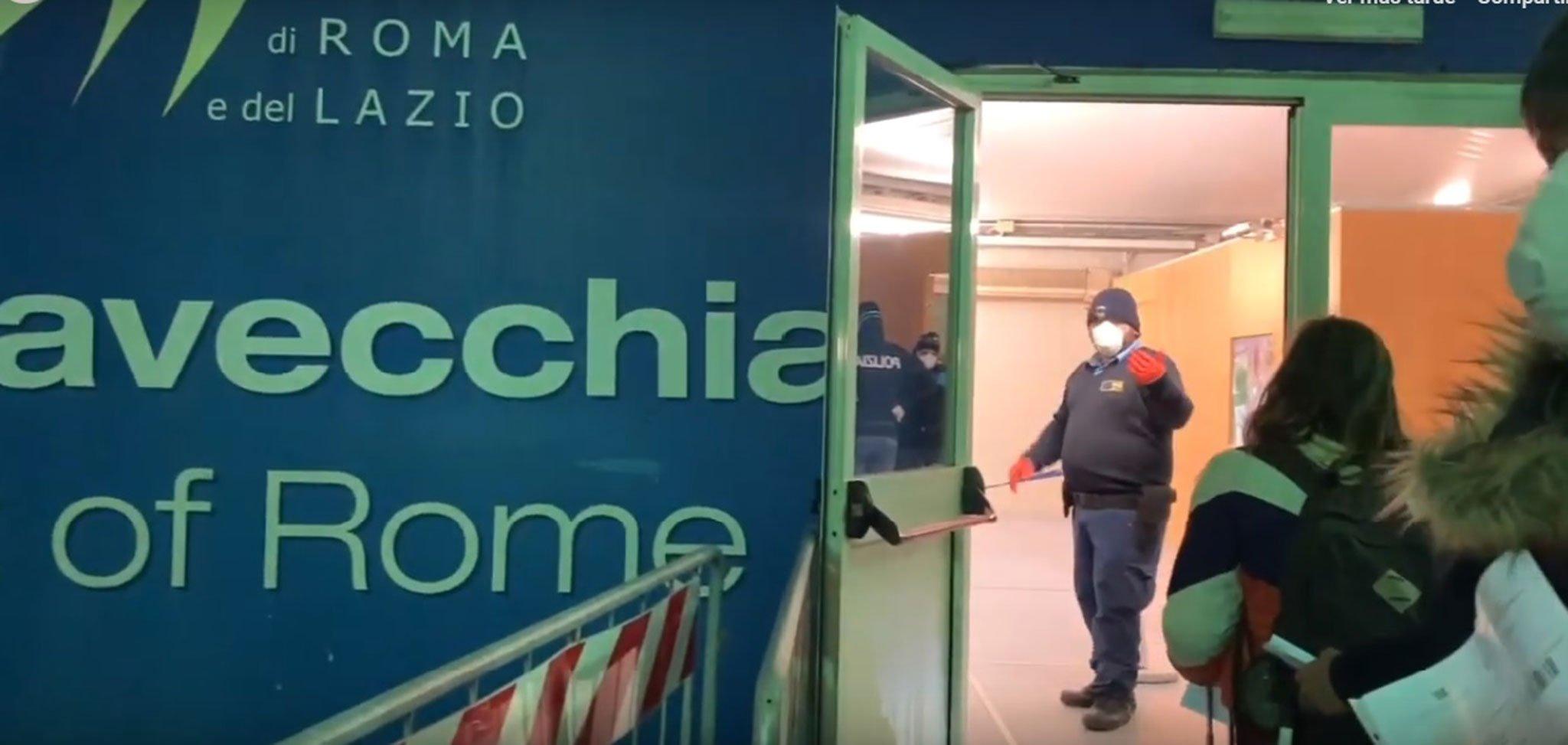 Momento del video que grabaron los españoles repatriados desde Italia en un ferry el pasado 24 de marzo