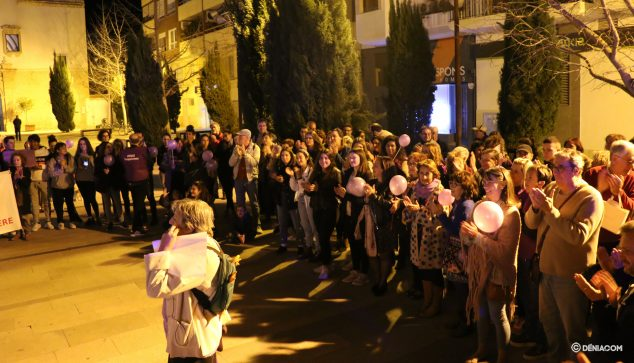 Imagen: Manifestación en la plaça del Convent