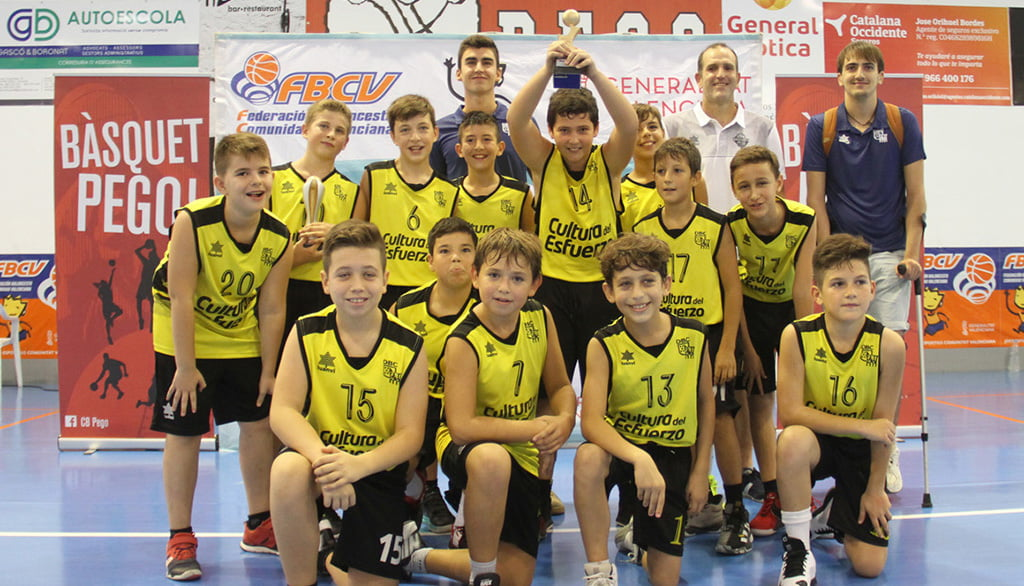 Massimo with his youth team Dénia Basketball