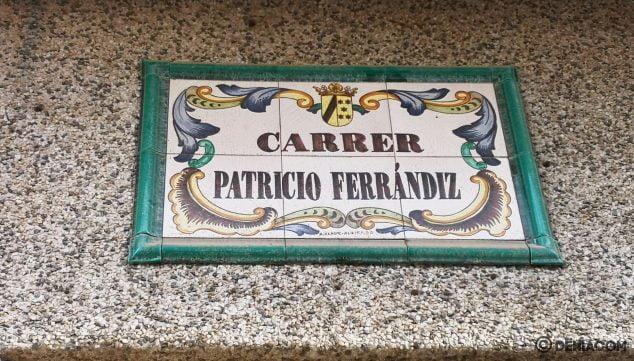 Imagen: Placa de la calle Patricio Ferrándiz, muy cerca del cruce con la calle Sertorio