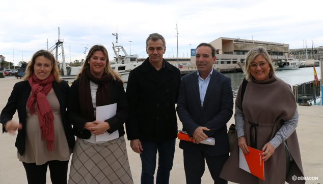 Image: Citizen representatives in the port of Dénia