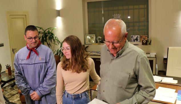 Imagen: Safir Malonda, Fallera Mayor de Dénia, junto al alcalde y al presidente de la JLF