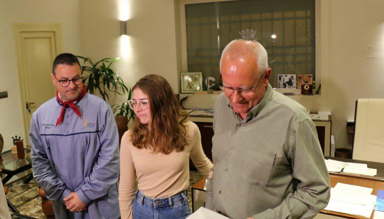 Safir Malonda, Fallera Major de Dénia, al costat de l'alcalde i al president de la JLF