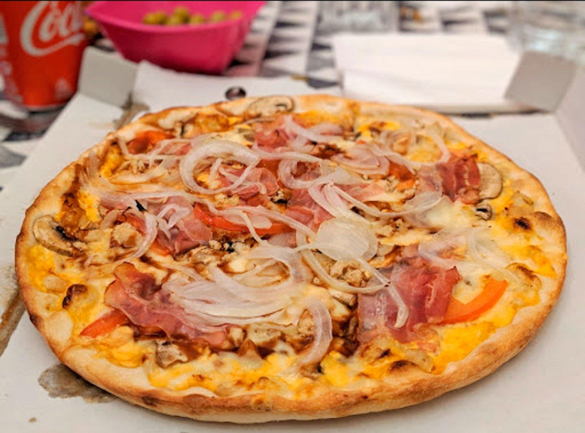 Rica pizza de Taormina