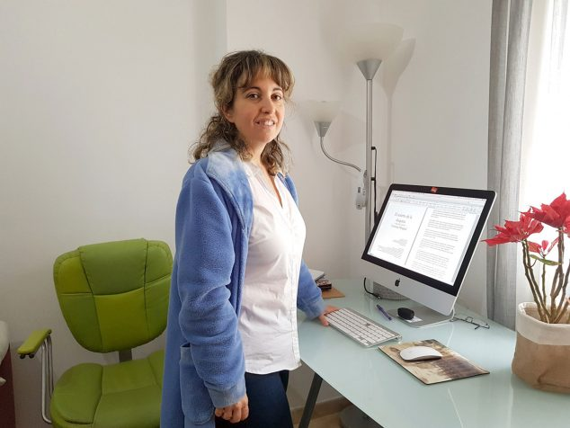 Imagen: Imagen cotidiana de los momentos de trabajo de la escritora durante la cuarentena