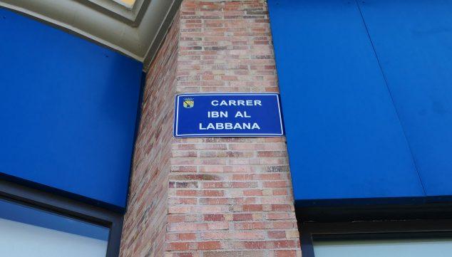 Imagen: Placa de la calle Ibn al-Labbana en Dénia