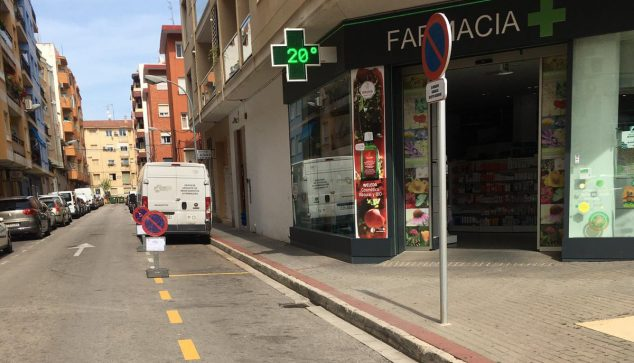 Image: Reserved places in front of a pharmacy