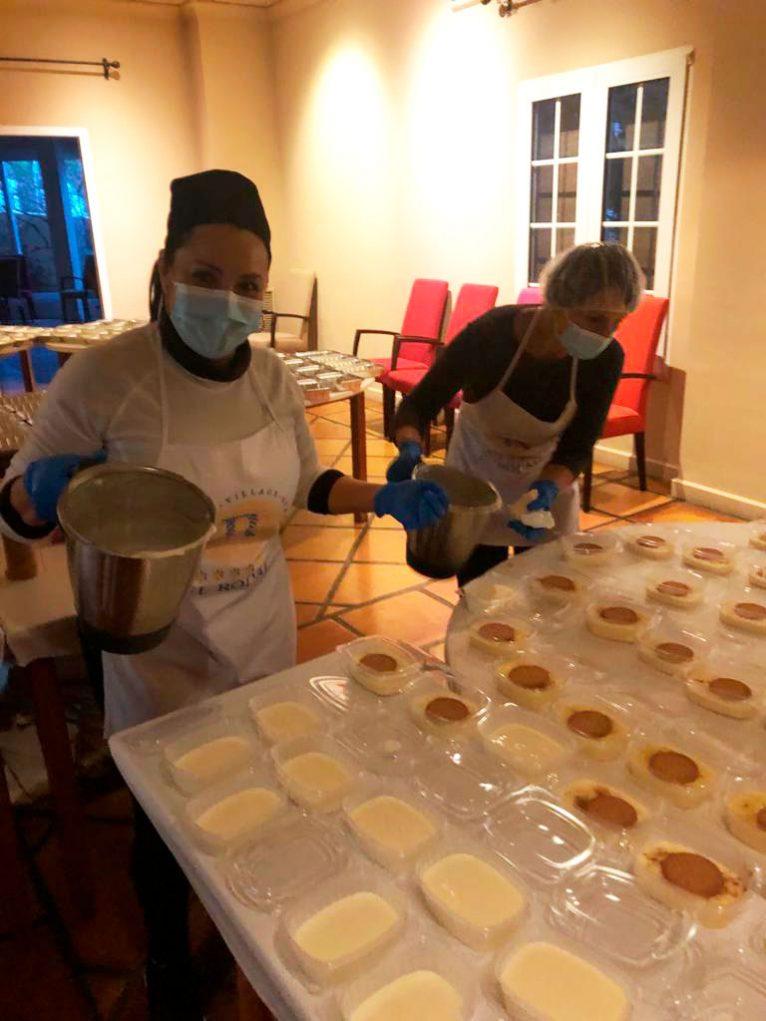 preparando-postres-donacion-hotel-el-rodat